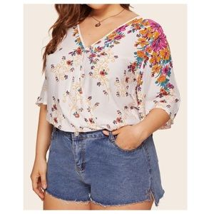 Tops - ➕ Floral Print V-neck blouse